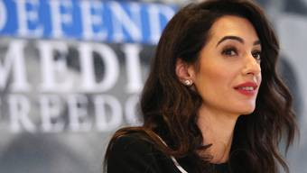 Amal Clooney spricht am Freitag am Rande des G7-Aussenministertreffens in Dinard zu den Medien - sie wurde dort zur Sonderbotschafterin Grossbritanniens für Pressefreiheit ernannt.