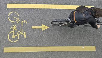 In der Stadt Zürich gibt es zwei Pilotstrecken - eine auf der Scheuchzerstrasse und eine auf der Achse Zelgli-/Affolternstrasse. (Archiv)