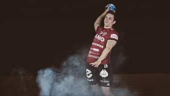 HSC-Flügelspieler Beau Kägi hat sich erneut einen Kreuzbandriss im rechten Knie zugezogen und fällt monatelang aus.