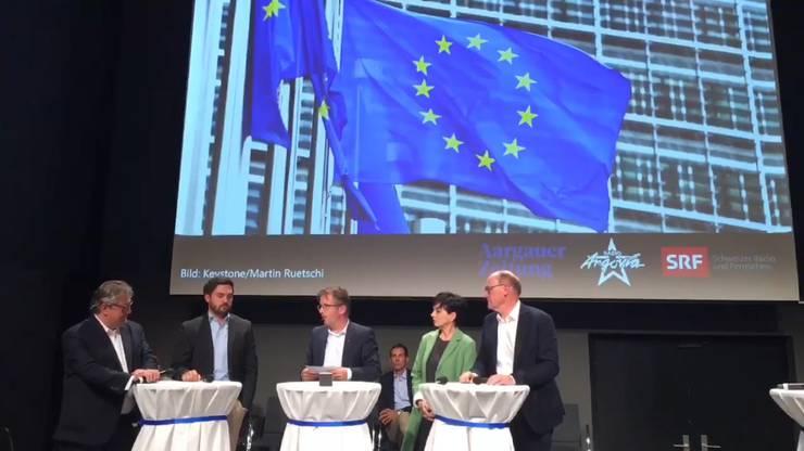 Kontroverse Diskussion um Europa: Beat Flach, Thierry Burkart, Moderator Maurice Velati, Marianne Binder und Hansjörg Knecht.