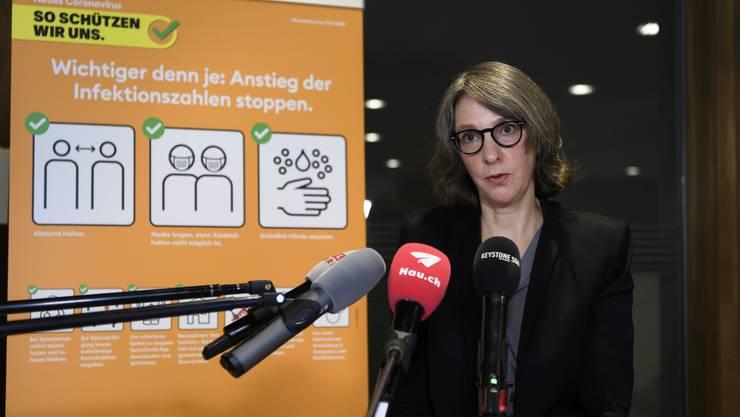 Anne Lévy, neue Direktorin des Bundesamtes für Gesundheit (BAG), am Freitag vor einem Sujet der neuen BAG-Kampagne in Orange.