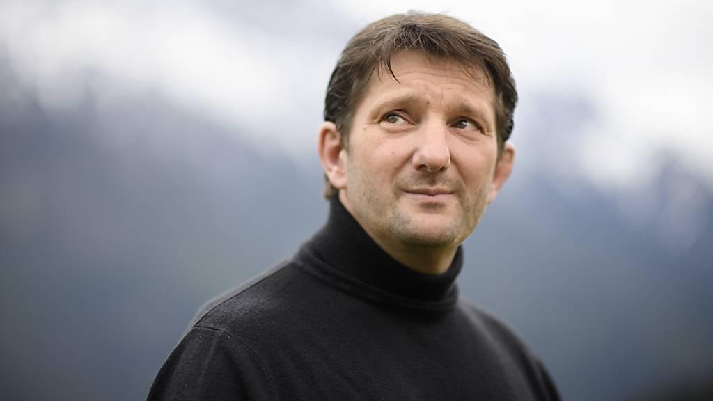 Wegen der umstrittenen Verhaftung von Adam Quadroni (Archivbild), Whistleblower im Bündner Bauskandal, läuft ein Strafverfahren gegen einen Major der Kantonspolizei Graubünden.