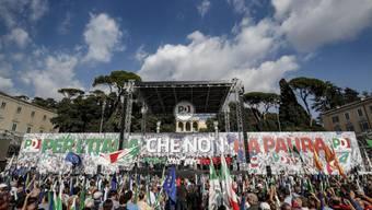 """Unter dem Motto """"Für ein Italien ohne Angst"""" demonstrierten 50'000 Menschen in Rom gegen die Regierung."""