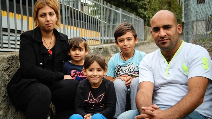 Hawraa Al Rubney, ihr Mann Ali Al-Itbi und die gemeinsamen Kinder Nursa, Asinad und Sajjad.