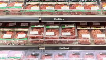 Der unbemerkte Kühlerausfall am Wochenende in der Migros Buchs AG hat Folgen: Das Fleisch in der Selbstbedienung musste entsorgt werden - und die Regale blieben am Montag grösstenteils leer. (Symbolbild)