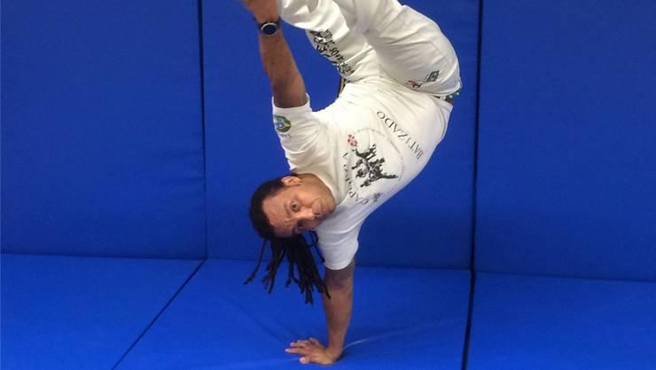 Cosme Das Neves Vieira unterrichtet in Schlieren nicht nur die Akrobatik, sondern auch die Lebensphilosophie des Capoeira.