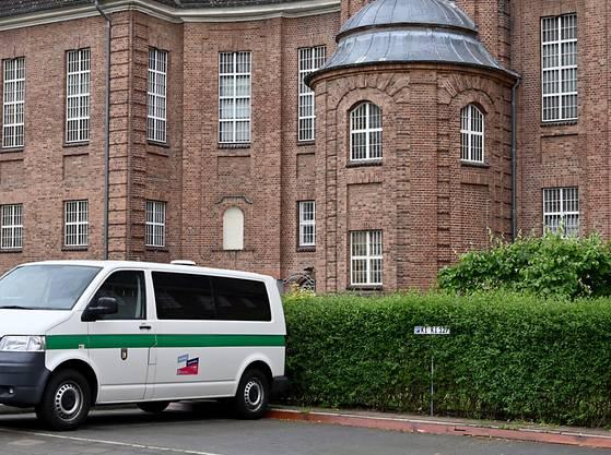 Blick auf die Justizvollzugsanstalt Kiel. Der Verdächtige im Fall des vor gut 13 Jahren verschwundenen britischen Mädchens «Maddie» verbüßt hier derzeit eine Haftstrafe. (Archiv)
