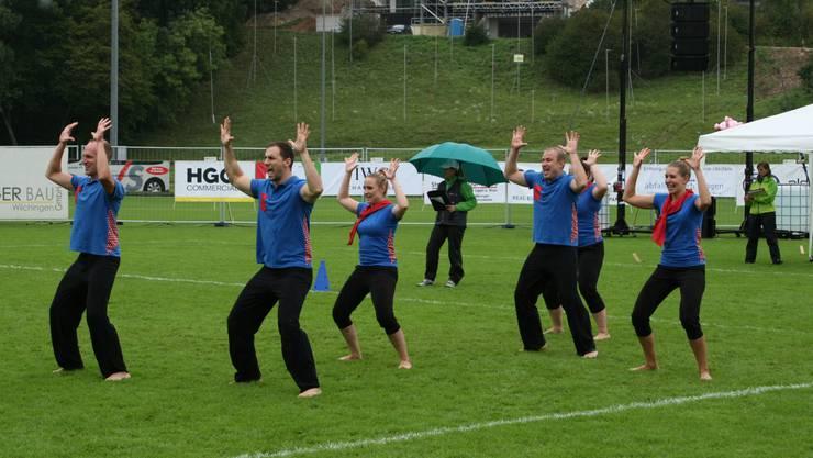 Die amtierenden Gymnastik Kleinfeld Schweizermeister vom STV Langendorf mussten in der Vorrunde vom Samstag bei strömendem Regen antreten.