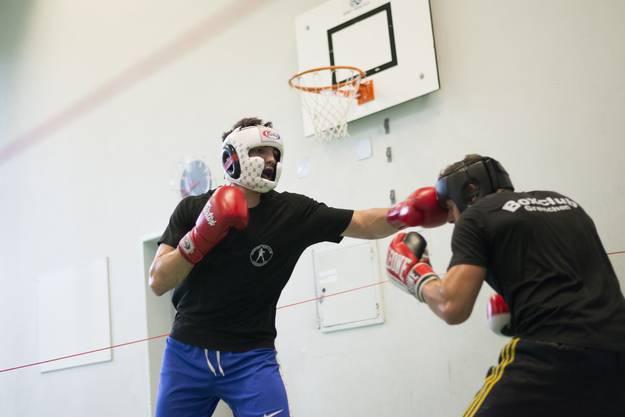 Boxkampf gegen Rafael Stern (rechts)