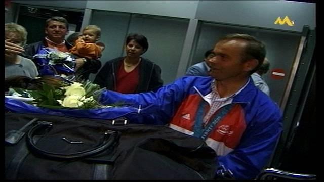 Willi Melliger: Empfang am Flughafen nach den Olympischen Sommerspielen 2000