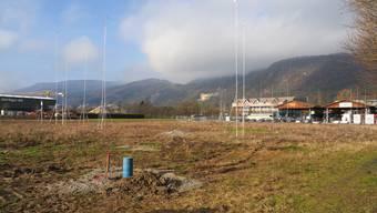 Die von der Industriestrasse aus sichtbaren Bauprofile markieren das Volumen des geplanten Neubaus der von Rohr Holzbau AG.