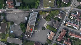 Die Verpachtung der Schwimmhalle beim Schulzentrum Kirchmatt ist eine von 35 Massnahmen, die das strukturelle Defizit der Agglomerationsgemeinde ausgleichen sollen.