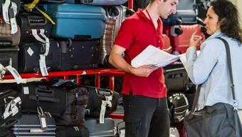Gepäck türmt sich wegen eines Streiks am Flughafen Brüssel