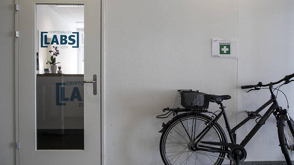 Schweizerinnen und Schweizer halten sich im internationalen Vergleich bei Unternehmensgründungen zurück. Im Bild das Crypto Valley Lab in der Stadt Zug, das Start-up-Untenehmen in den Bereichen Blockchain- und Crypto-Technologien offensteht. (Symbolbild)