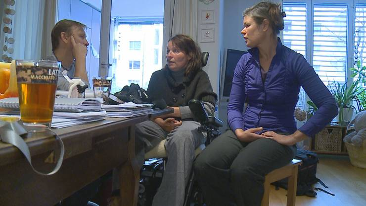 Lorena Rojas und Carole Tobler zuhause in Baden - zusammen mit Rojas Bruder Roberto Nichele