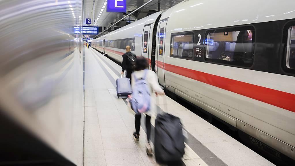Bei der Berufungsverhandlung zum Lokführerstreik bei der Deutschen Bahn will das hessische Landesarbeitsgericht in kürze eine Entscheidung verkünden. (Archivbild)