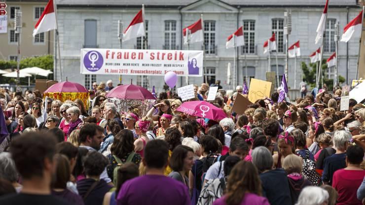 Frauenstreikt 2019: In Solothurn versammeln sich Frauen aus Grenchen, Olten und Solothurn zur Kundgebung