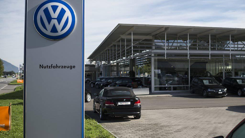 Der Konsumentenschutz ist im Abgas-Skandal mit seiner Klage gegen VW und die VW-Importeurin Amag vor dem Handelsgericht Zürich gescheitert. (Archiv)