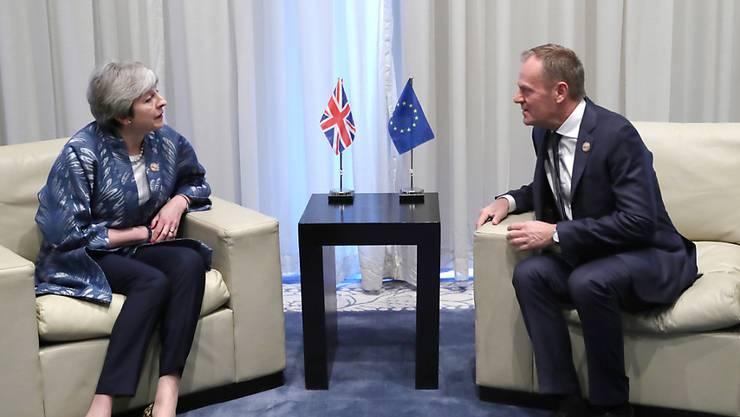 Diskussion über Brexit-Verschiebung: Am Rande des Gipfels der EU mit der Arabischen Liga im ägyptischen Sharm-el-Sheikh haben sich die britische Premierministerin Theresa May und EU-Ratspräsident Donald Tusk zu einem Gespräch über den Brexit getroffen. (Archiv)