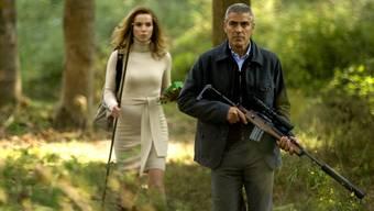 Jäger George Clooney durchstreift mit Tekla Reuten italienische Wälder.