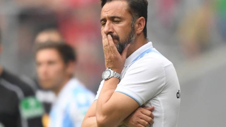 Trainer Vitor Pereira von 1860 München blickt konsterniert. Der einstige Traditionsklub ist nur noch drittklassig