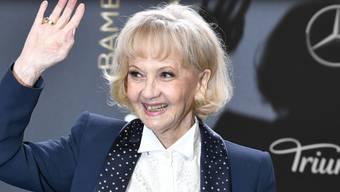 Liselotte Pulver kommt zur 70. Verleihung des Medienpreises Bambi in das Stage Theater in Berlin.