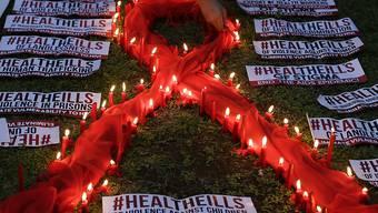 Weltweit wurde die Zahl der Todesfälle bei HIV-Infizierten um über 50 Prozent reduziert. Rund 17 Millionen Menschen erhalten noch nicht die benötigte Therapie, darunter 1,2 Millionen Kinder. (Symbolbild)