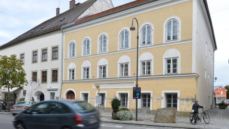 Das 500-jährige Haus an zentraler Lage im österreichischen Braunau am Inn bereitet den Behörden seit Jahrzehnten Kopfzerbrechen, weil es das Geburtshaus Adolf Hitlers ist. (Archivbild)