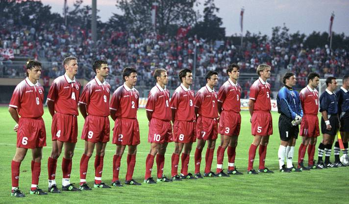 Hier trug Stefan Wolf die Nr. 5: Die Schweizer Nati am 6. September 1997 in Lausanne. Bevor steht das WM-Qualispiel gegen Finnland - welches die Schweiz mit 1:2 verlieren wird.