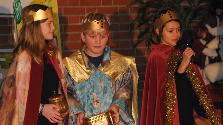 Kinder in der Rolle der Heiligen drei Könige
