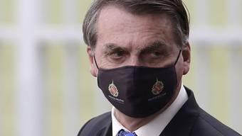 Neu: Brasiliens Präsident Bolsonaro mit Maske.