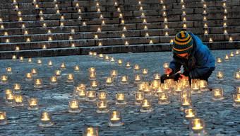Caritas-Solidaritätsaktion: Wie jedes Jahr in der Adventszeit werden morgen Samstag landesweit auf öffentlichen Plätzen Kerzen angezündet. 10 000 werden im Aargau erwartet.