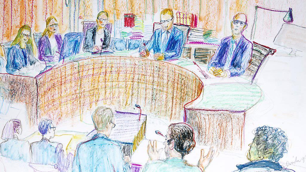 Freisprüche und Verurteilungen: Das Winterthurer Bezirksgericht hat am Dienstag im An'Nur-Prozess differenzierte Urteile gesprochen. Die Verhandlung, an der diese Gerichtszeichnung entstand, startete am 1. Oktober und dauerte mehrere Tage. (KEYSTONE/Linda Graedel)