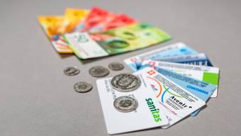 Prämienverbilligungen helfen Studierenden oder Alleinerziehenden, ihre Prämienrechnungen zu  bezahlen.