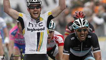 Matthew Goss im Ziel knapp vor Fabian Cancellara (r.)