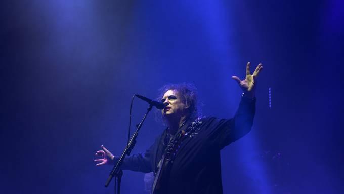 The Cure, die Band um Sänger Robert Smith, wurde mit zahlreichen weiteren Künstlerinnen und Künstlern in die Rock and Roll Hall of Fame auf genommen. (Archivbild)
