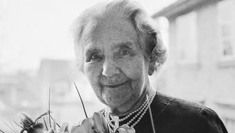 Die Stadt Zürich hat acht bekannte Frauen ausgewählt, die mit einer eigenen Strasse geehrt werden. Im Bild die Jugendbuchautorin Olga Meyer, Verfasserin der Anneli-Trilogie. (Archivbild 1968)