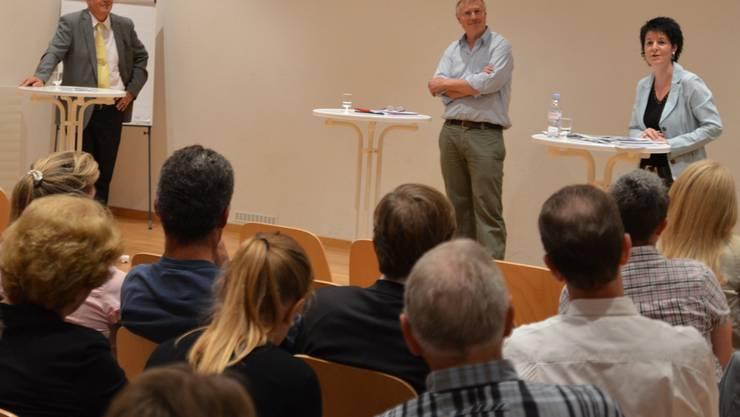 Rolf Kissling (links) und Sandra Kolly stellten sich den Fragen von Moderator Ueli Wild, stellvertretender Chefredaktor des Oltner Tagblatts. erwin von Arb