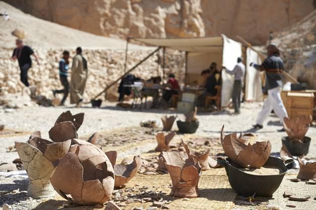 Die Keramik-Gefässe wurden sorgfältig wieder zusammengesetzt.