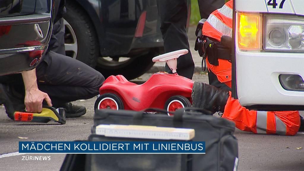 6-Jährige nach Kollision mit Bus schwer verletzt