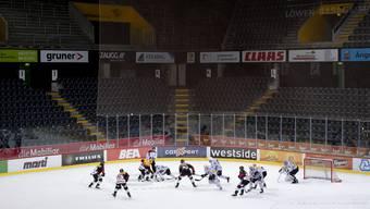 Die Klubs wollen lieber weniger als keine Fans. Im Bild das Geisterspiel zwischen dem SCB und dem HC Fribourg Gotteron.