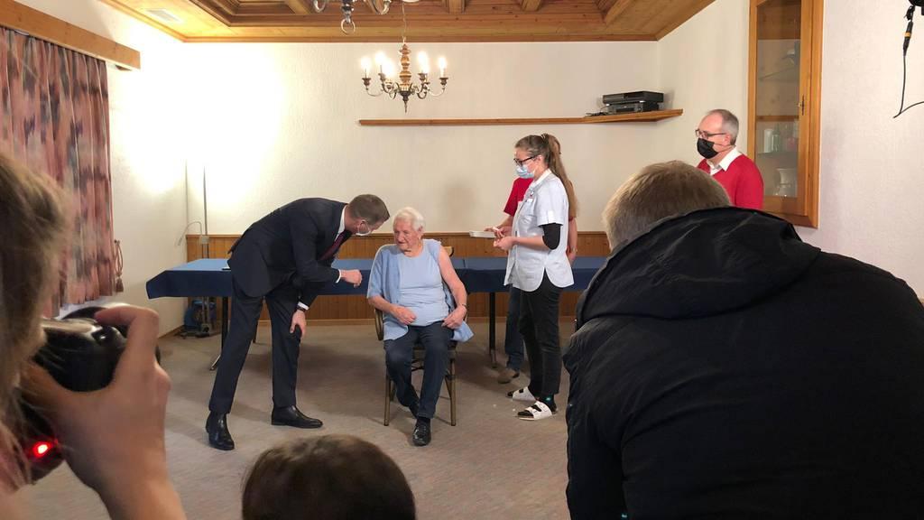 Erste Aargauerin gegen Corona geimpft