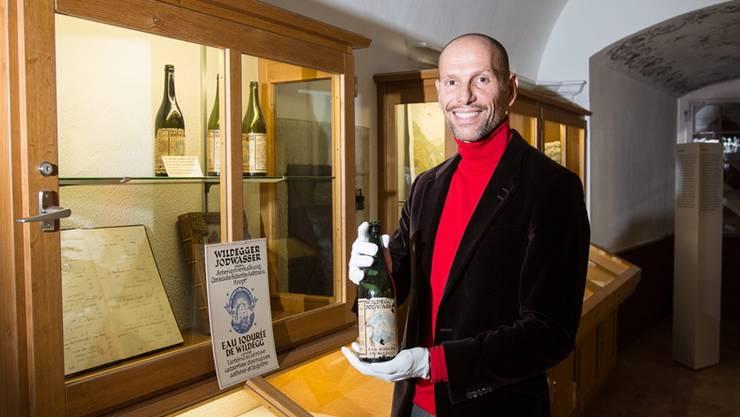 Jörn Wagenbach auf Schloss Wildegg mit Wildegger Jodwasser, passend zum Museum-Aargau-Thema der nächsten Saison. Pascal Meier