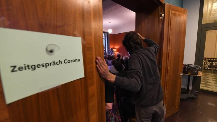 «Zeitgespräch Corona»: Unter diesem Titel diskutierten am Montagabend der Basler Epidemiologe Marcel Tanner und der Solothurner Journalist Christoph Pfluger im Unternehmen Mitte.