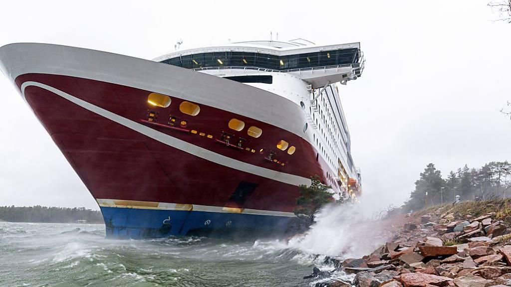 Das Fährschiff «Viking Grace» wyra mit 429 Menschen an Bord vor der finnischen Inselgruppe Åland auf Grund gelaufen.