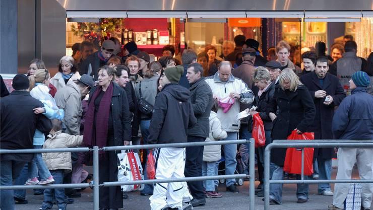 An Heiligabend wird es deutlich weniger Kauflustige geben — die meisten Geschäfte bleiben dann geschlossen.