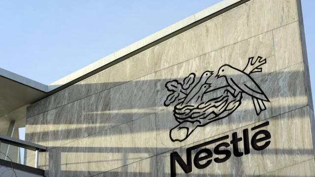 Logo von Nestlé beim Hauptsitz in Vevey