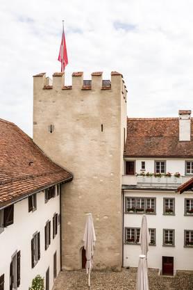 Das Schloss Wildenstein wird 2010 konkursamtlich versteigert. Neuer Besitzer wird Samuel Wehrli aus Suhr. Nach der Restauration wird er das Schloss 2015 der Öffentlichkeit zugänglich machen.