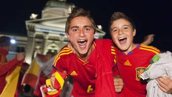 Schweizer Fans feiern EM-Sieger Spanien
