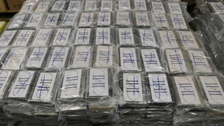 Drogenfahnder von Polizei und Zoll haben in Hamburg erneut 700 Kilo Kokain entdeckt - insgesamt zogen sie in diesem Jahr bereits 7,14 Tonnen des Rauschgifts aus dem Verkehr. (Symbolbild)